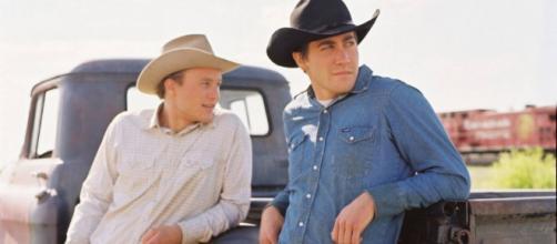 Cena do filme O Segredo De Brokeback Mountain com os personagens Jack e Ennis