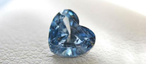 Ceneri dei propri cari che diventano 'diamanti': dalla Svizzera un'idea alternativa alle tradizionali sepolture.
