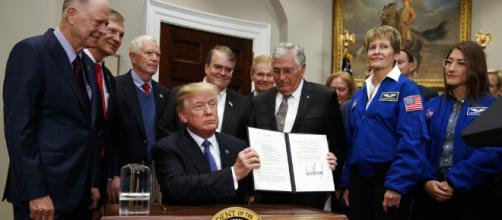 Donald Trump anuncia que la NASA enviará astronautas a la Luna y Marte