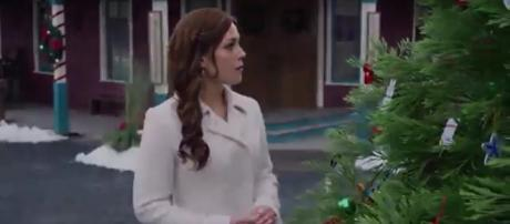 Erin Krakow stars in the Hallmark Channel's Christmas Day premiere of 'When Calls the Heart: The Christmas Wishing Tree.' Image: BtheBuddha/YT