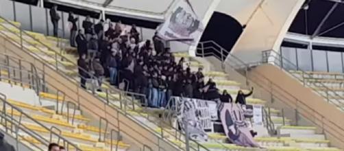 """I tifosi del Palermo al """"San Nicola"""" di Bari."""