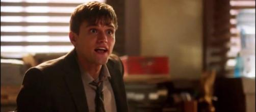 Ralph Dibny (Hartley Sawyer) in his office on 'The Flash' (Source: Trailerz World/YouTube Screencap)