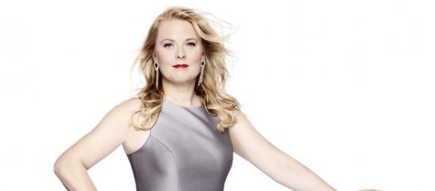Sängerin Patricia Kelly ist zwiegespalten, denn Ignatius will auch ins Rampenlicht. Foto: MG RTL D / Robert Grischek