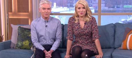 Holly Willoughby and Phillip Schofield look exhausted on This ... - thesun.co.uk