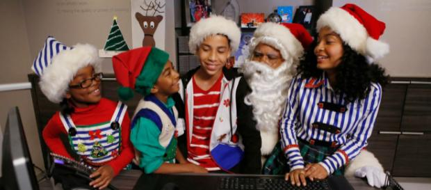 """black-ish"" Black Santa/White Christmas (Image via blackish.wikia.com)"