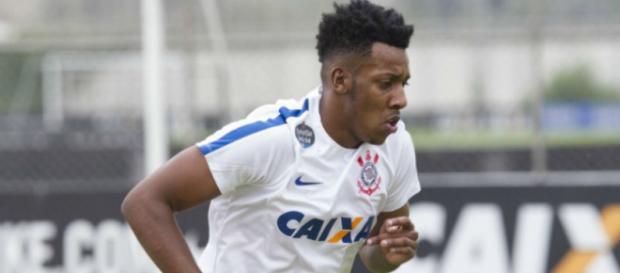 O Corinthians pode ceder o lateral-esquerdo Moisés ao Vasco