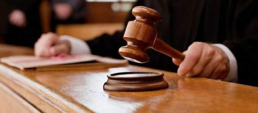 Juiz condena autora de processo trabalhista a pagar paga o banco fortuna
