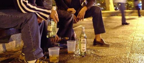 La orientación familiar puede evitar el alcoholismo en jóvenes. - blogspot.com