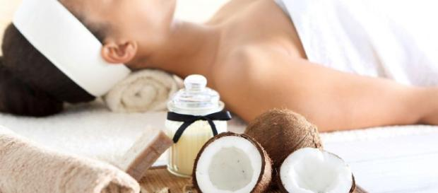 Coconut Oil and its uses for daily use on skin and hair - image free for use.