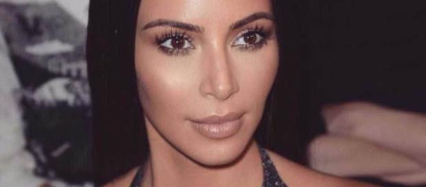 Kim Kardashian comenta sobre barriga de aluguel