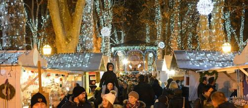 Christmas Market in Zagreb, Croatia. - [Image via Branko Radovanović on Wikimedia Commons]