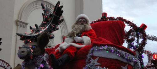 Guloseimas acabam e Papai Noel é apedrejado por crianças em Itatiba