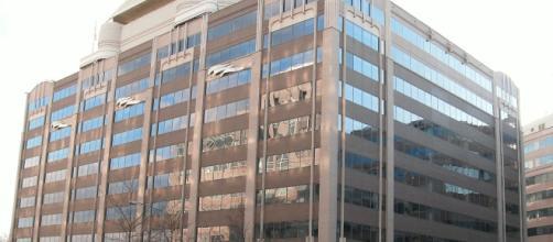 Image of the FCC headquarters in Washington D.C. by Ser Amantio di Nicolao [via Wikimedia]