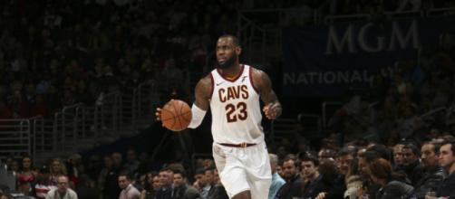 Lebron James faz triplo-duplo no Capital One Arena