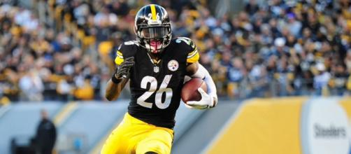 Le'Veon Bell hopes to help the Steelers clinch home field throughout the AFC playoffs. - [Image Source: Flickr | Brook Ward]