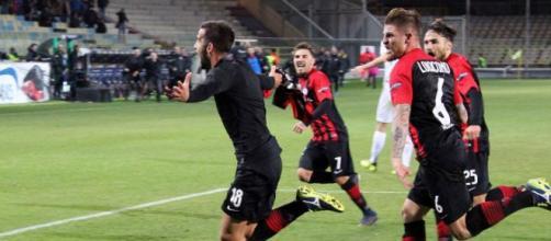 Nella foto, tratta dal sito ufficiale della Lega B, i calciatori del Foggia esultano dopo il gol del 2-2
