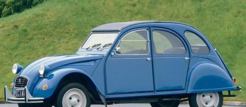 Para su época el 2 CV era un coche peculiar, por que provocó diversos comentarios.