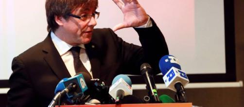 Puigdemont dice que sólo regresa a España si gana las elecciones