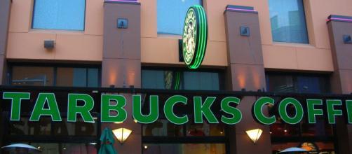 'Starbucks Coffee' at 'Universal Citywalk' [image via: BrokenSphere on Wikimedia]