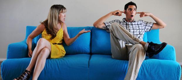 A falta de assuntos interessantes já é motivo suficiente para ele querer afastar-se de você (Imagem/Reprodução)
