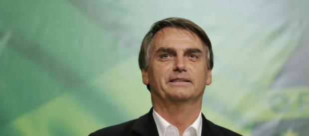 Bolsonaro lidera entre os mais jovens e perde entre os mais velhos