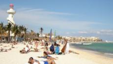 Mar turquesa y doradas arenas en las playas de México