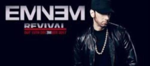 Eminem presentando el nombre de su cd