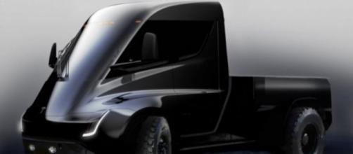 Tesla lancia il nuovo pick-up e sfida Ford F-150