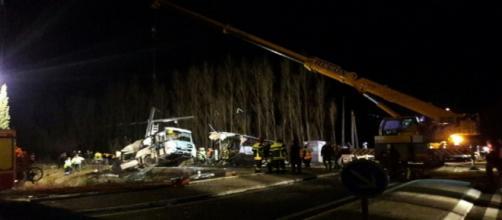 Un terrible accident entre un bus scolaire et un train à Millas fait quatre morts et vingt blessés