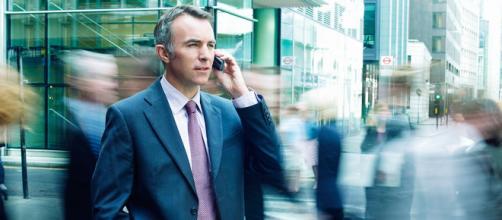 California: le linee guida per evitare rischi legati all'utilizzo del cellulare.