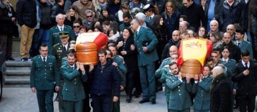 Despedida multitudinaria en Alcañiz a los dos guardias civiles ... - 20minutos.es