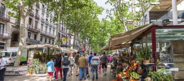 El Paseo La Rambla, en Barcelona, Cataluña, España. - guiarepsol.com