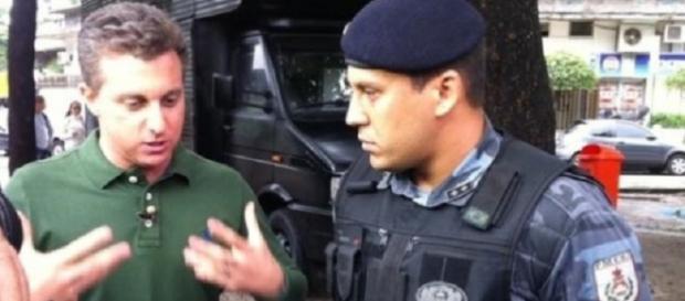 Luciano Huck leva bronca do Detran-RJ, por não usar capacete (Foto ilustrativa).