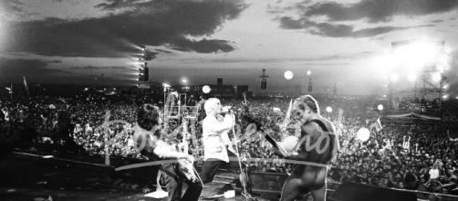 Red Hot Chili Peppers, Woodstock, 1999 - rockpaperphoto.com