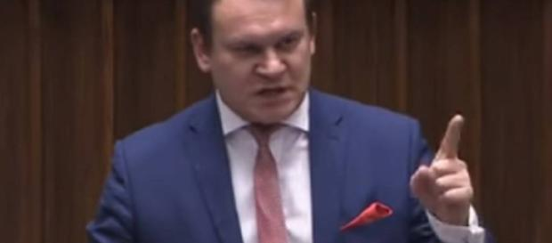 Dominik Tarczyński w Sejmie (źródło: youtube.com).