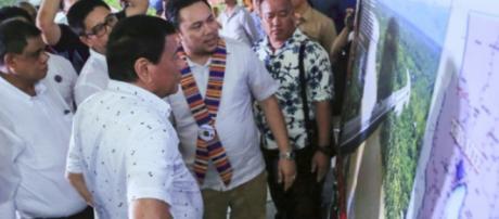 Rodrigo Duterte encabeza la inauguración del Puente Miranda II que conecta el municipio de Carmen y la ciudad de Tagum en Davao del Norte