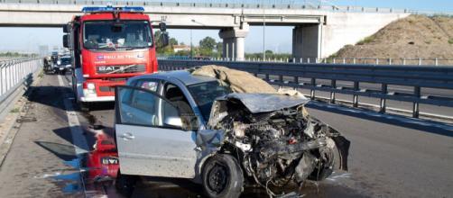 Calabria, perde il controllo dell'auto e muore (foto di repertorio)