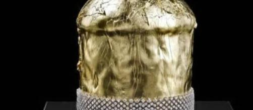 Il panettone in oro (foto di repertorio)