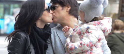 Laura Pausini con la figlia Paola e il compagno Paolo Carta: un ... - oggi.it
