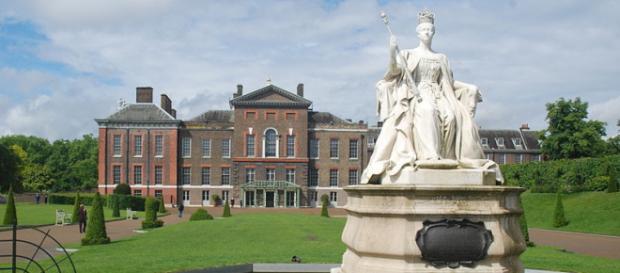 Kensington Palace with Victoria (Image credit – Shisha-Tom, Wikimedia Commons)