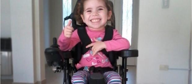 Un nuevo medicamento podría cambiarle la vida a los niños que padecen atrofia muscular espinal. Su destino, depende ahora de las autoridades