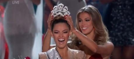 Miss Universe 2017 crowning moment [Image Credit: Miss Universe/YouTube screencap]