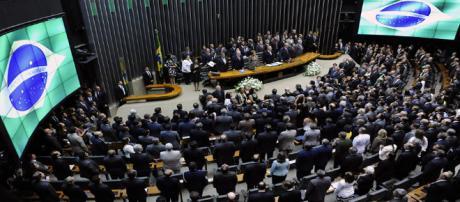 Política brasileira viveu ano agitado