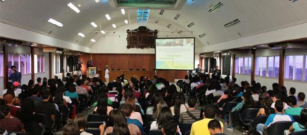 La Universidad - Yacambú - edu.ve