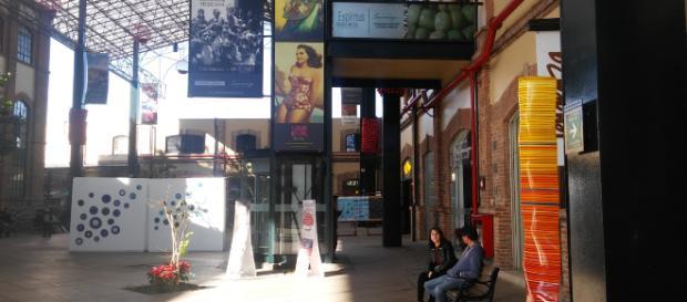 Plaza Loreto incluye una exposición alternativa de cristales en uno de sus espacios.