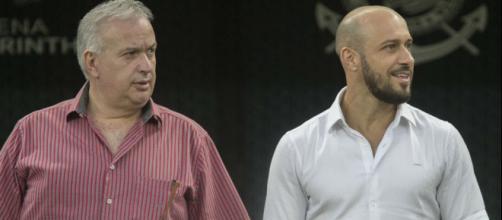Diretoria do Corinthians negocia chegada de novos reforços