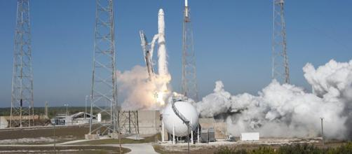 SpaceX's Falcon 9 rocket and Dragon spacecraft (Image credit - Tony Gray and Kevin O'Connell, Wikimedia Commons)