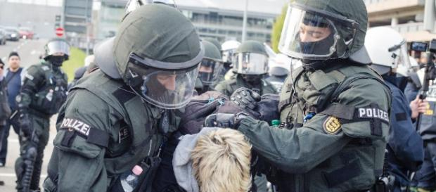 Ten protestors are arrested after demostrations outside Afd party conference turns violent.