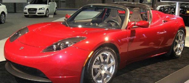 Tesla Roadster. - [Image courtesy ifCar Wikimedia Commons]