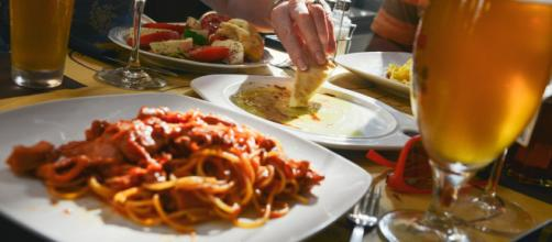 A server dishes some truth to restaurant diners (photo via Pexels)